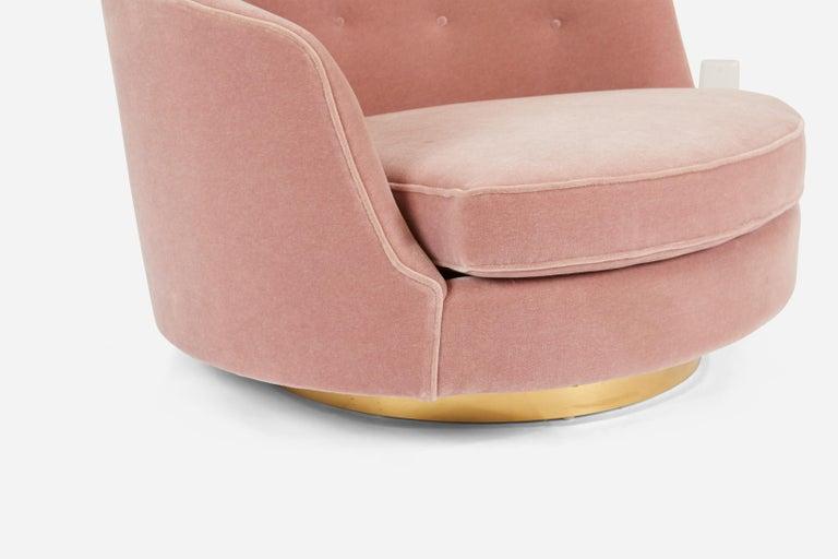 Mid-20th Century Milo Baughman Oversized Swivel Lounge Chair For Sale