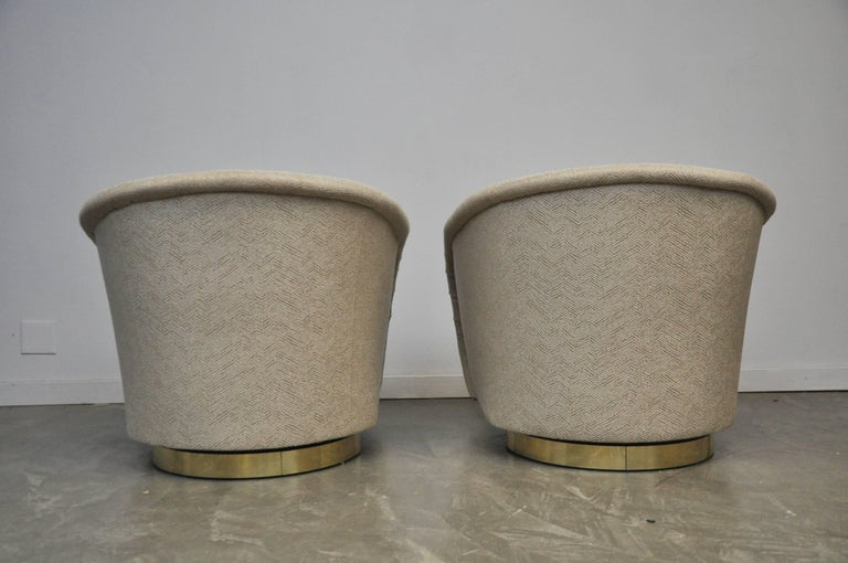 Mid-Century Modern Pair of Milo Baughman Swivel Chairs on Brass Bases For Sale