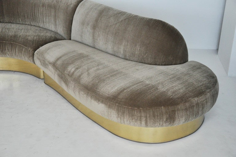 Mid-Century Modern Milo Baughman Brass Base Curved Sectional Sofa For Sale