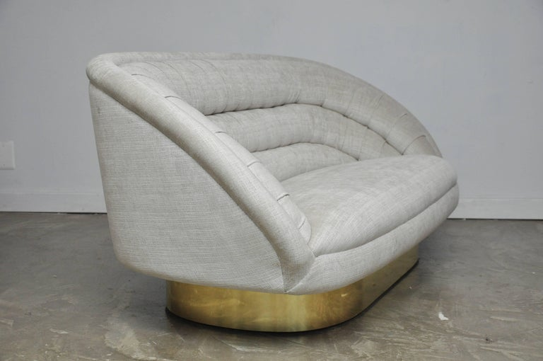 Vladimir Kagan Crescent Sofa on Brass Base In Excellent Condition For Sale In Chicago, IL