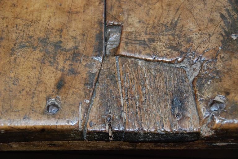 17th Century Carved Renaissance Portuguese Coffer For Sale 1
