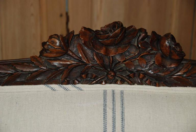 18th Century and Earlier Louis XVI Period French Walnut Canapé For Sale