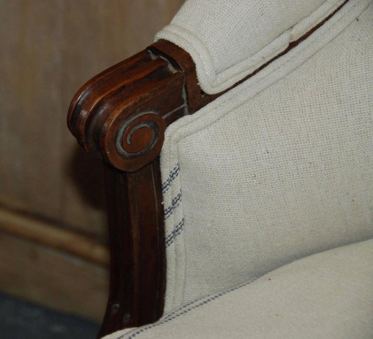 Louis XVI Period French Walnut Canapé For Sale 2