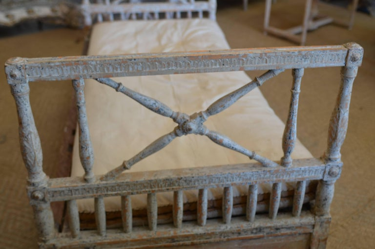 18th Century Swedish Gustavian Daybed In Good Condition For Sale In Encinitas, CA