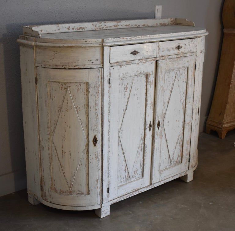 Early 19th Century Swedish Four Door Demilune Gustavian Cupboard In Good Condition For Sale In Encinitas, CA