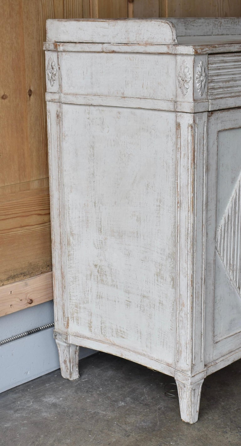 Early 19th Century Swedish Sideboard For Sale 1
