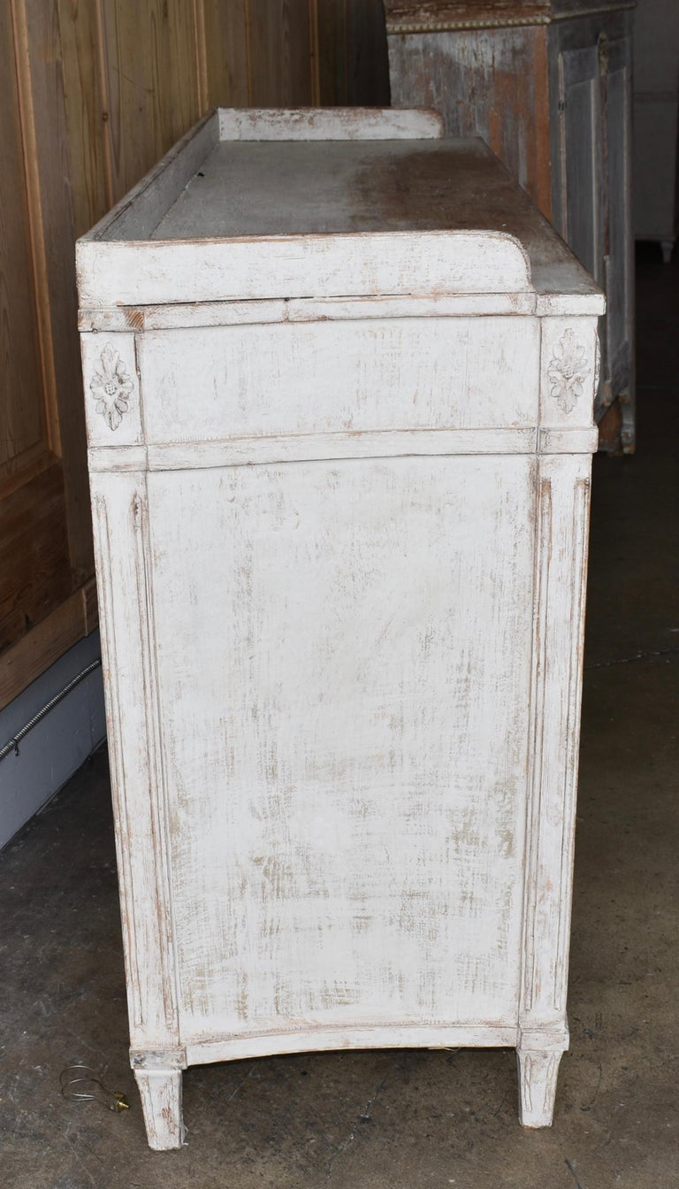 Early 19th Century Swedish Sideboard For Sale 2
