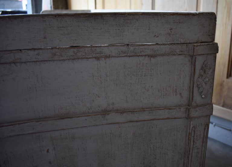 Early 19th Century Swedish Sideboard For Sale 4