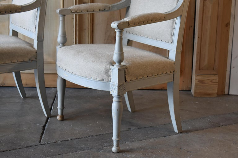 Pair of 18th Century French Directoire Bergère Chairs In Good Condition For Sale In Encinitas, CA