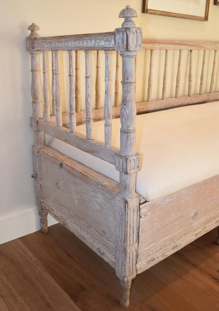 Swedish Gustavian Carved Sofa Bed In Good Condition For Sale In Encinitas, CA