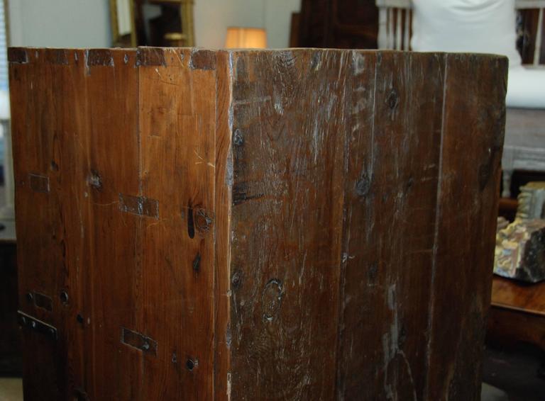 17th Century Spanish Chestnut Cupboard For Sale 5