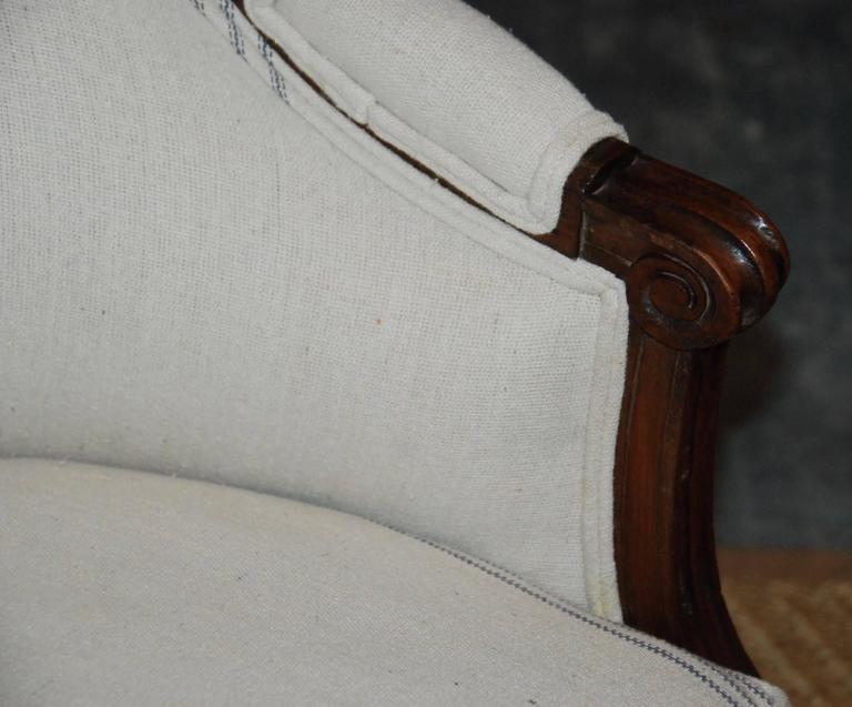 Louis XVI Period French Walnut Canapé For Sale 3