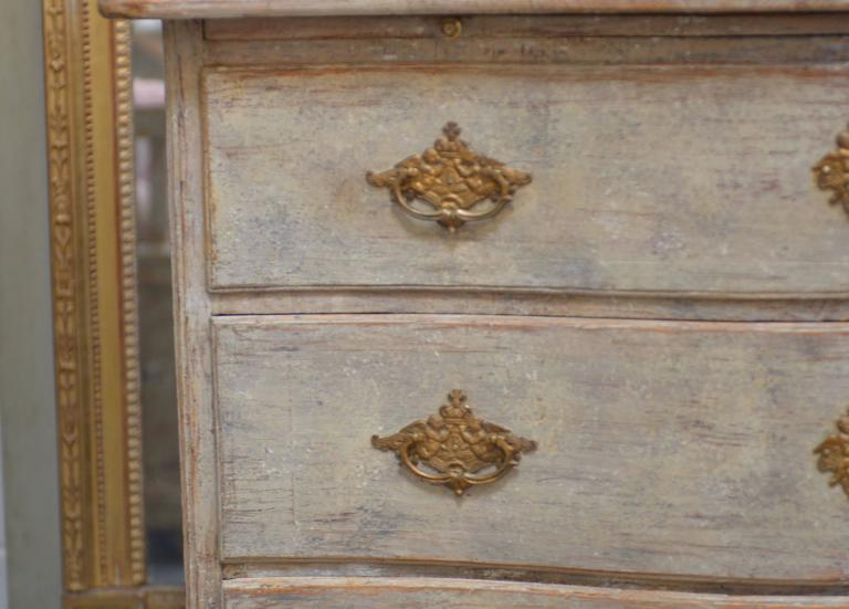Elegant 18th century Swedish Rococo three-drawer commode. Lovely serpentine front with scalloped apron over scrolled feet. Pull-out server under top base, all scraped down to beautiful Swedish cream/white color.