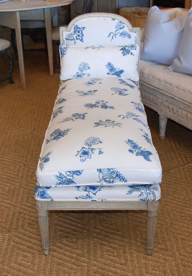 Early 19th Century French Painted Chaise For Sale 1