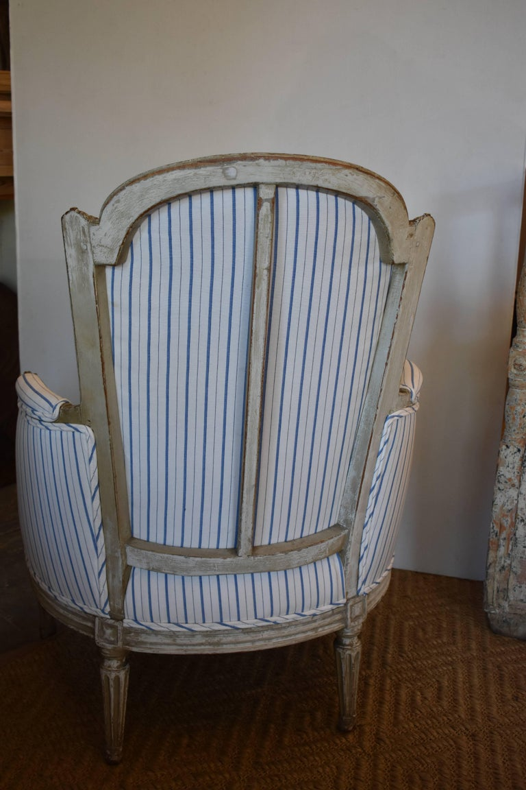 Early 19th Century Painted French Bergere For Sale 5