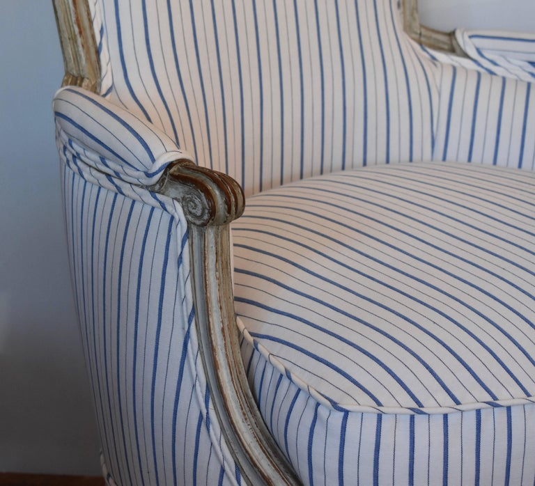 Early 19th Century Painted French Bergere In Good Condition For Sale In Encinitas, CA