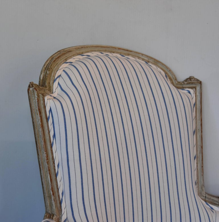 Early 19th Century Painted French Bergere For Sale 4
