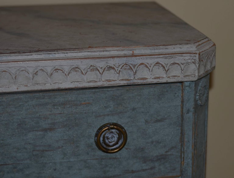 Pair of 19th Century Swedish Gustavian Painted Chests In Good Condition For Sale In Encinitas, CA