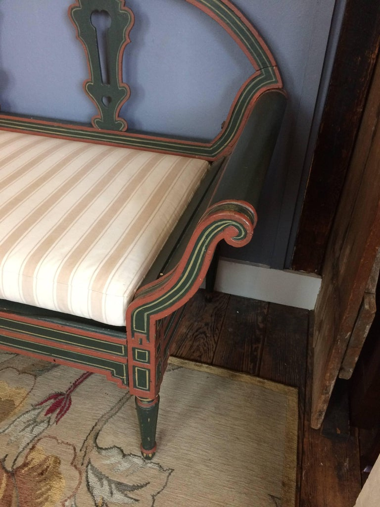 Wood Charming Hand-Painted Large Swedish Sofa Bench For Sale