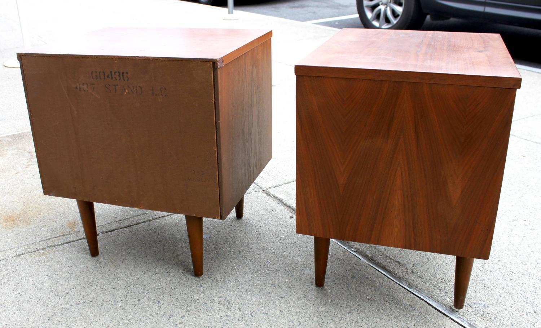 Pair of Mid-Century Modern Nightstands at 1stdibs