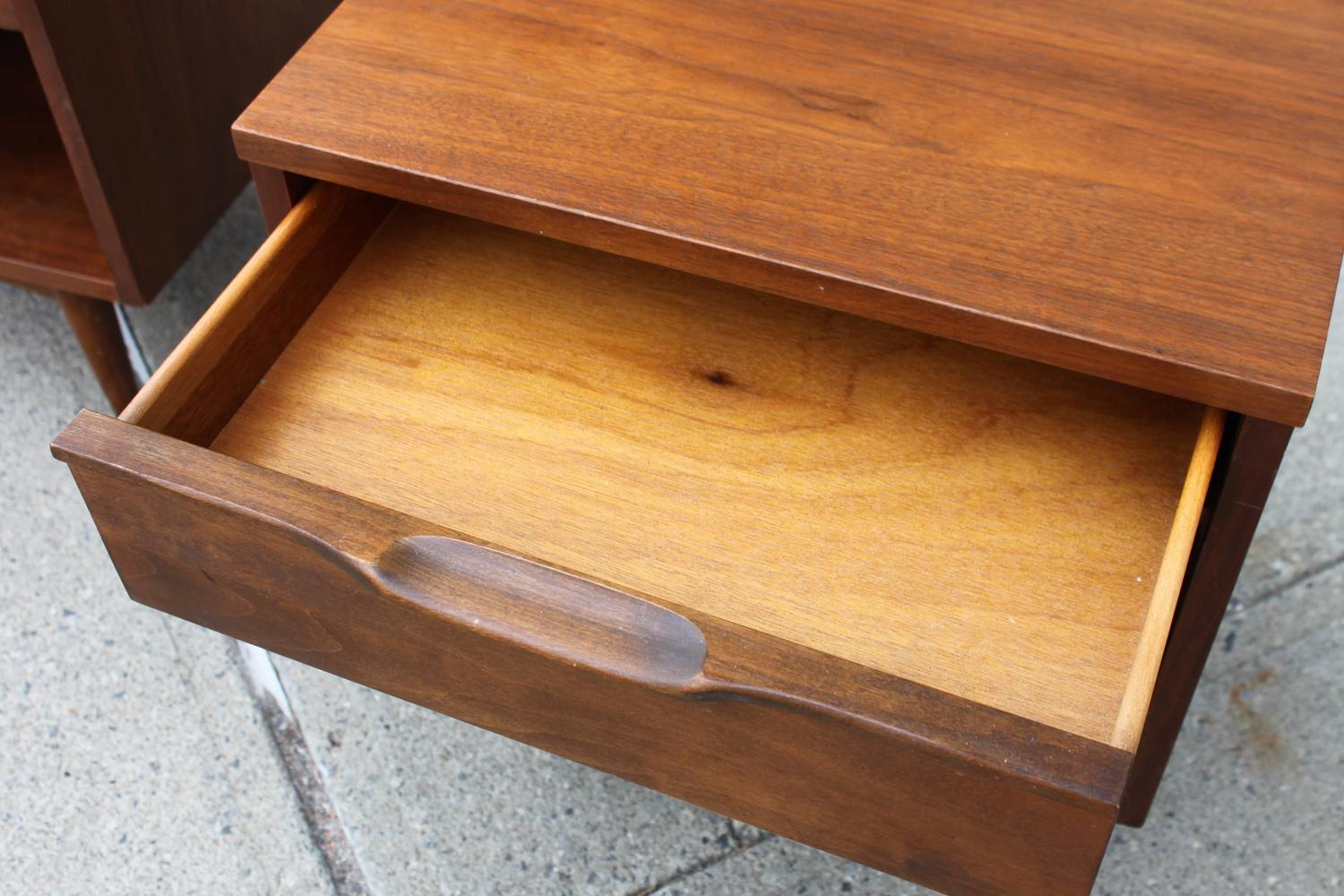 Pair of mid century modern nightstands at 1stdibs