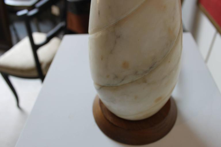 Mid-Century Modern Marble Lamp In Good Condition For Sale In Hudson, NY