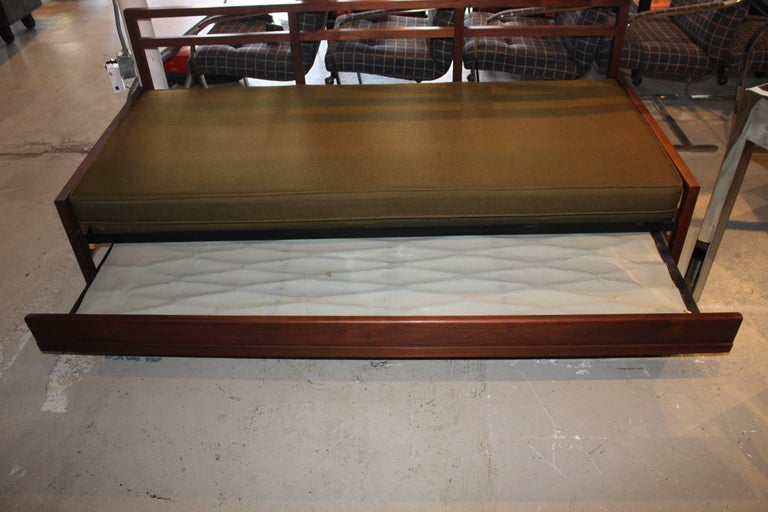 Mid-Century Modern Daybed Sofa For Sale 4