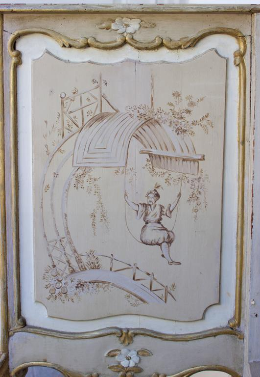 Large Wood Jardiniere Decorated with Chinoiseries In Good Condition For Sale In Charleston, SC