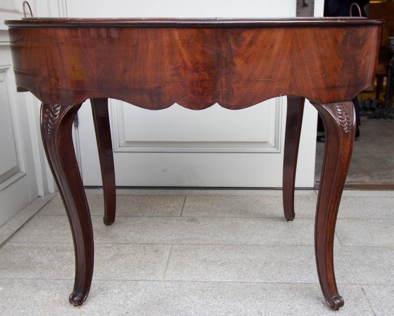 This large planter has a frame made of mahogany veneer on beechwood with flat top around the liner and a