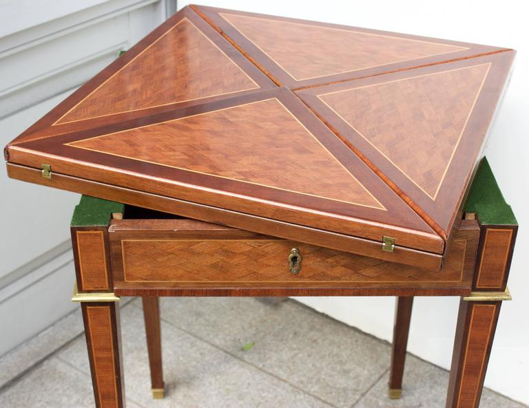 19th Century French Mahogany Handkerchief Card Table For Sale 1