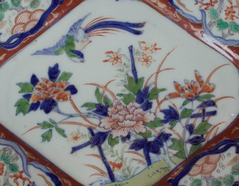 Hand-Painted Pair of Imari Plates, 19th Century For Sale
