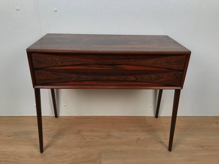 Mid-Century Modern Sculptural AB Glas and Trä Rosewood Chest For Sale