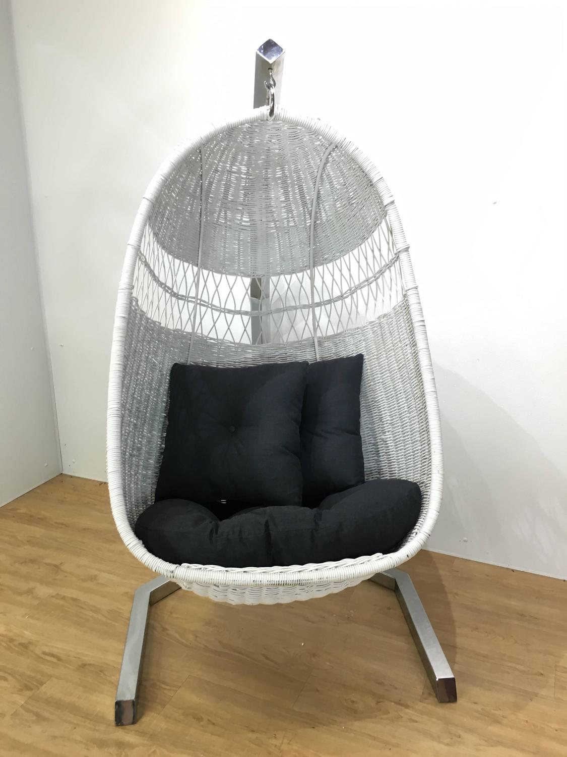 1970s Hanging Wicker Lounge Chair For Sale at 1stdibs