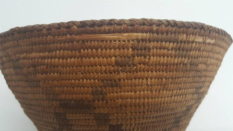 19th Century Apache Basket In Good Condition For Sale In Van Nuys, CA