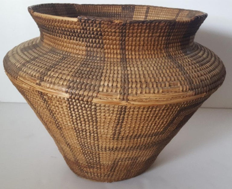 19th Century, Large Pima-Papago Native American Basket In Distressed Condition For Sale In Van Nuys, CA