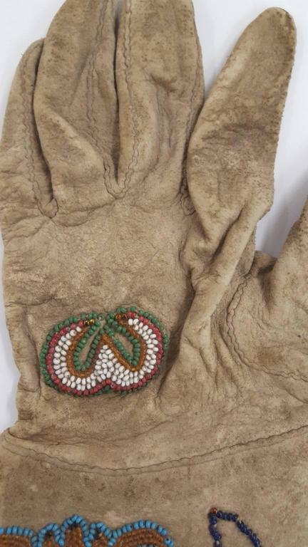 19th Century Native American Beaded Gloves For Sale 1