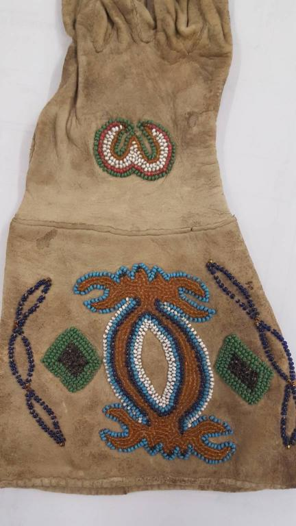 19th Century Native American Beaded Gloves In Good Condition For Sale In Van Nuys, CA