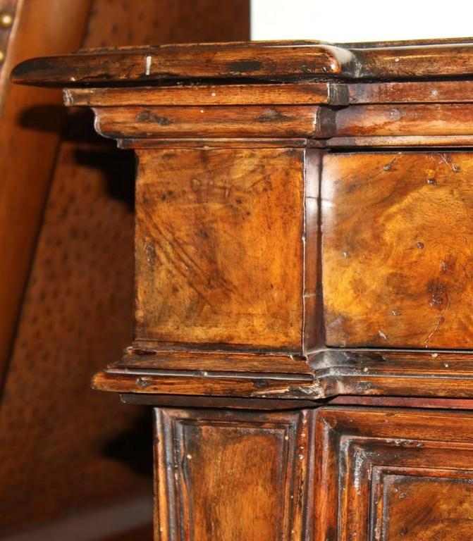 17th Century Tuscan Walnut Commodino 4