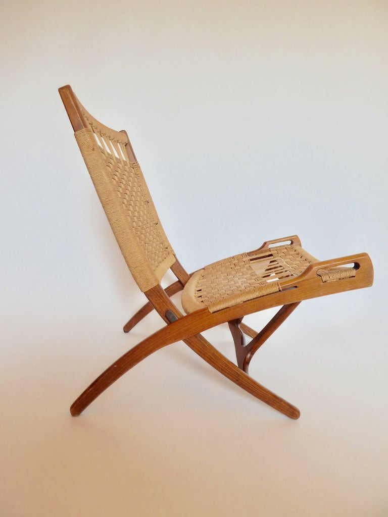 Mid Century Hans Wegner Style Woven Folding Chair with Handles For Sale at 1s