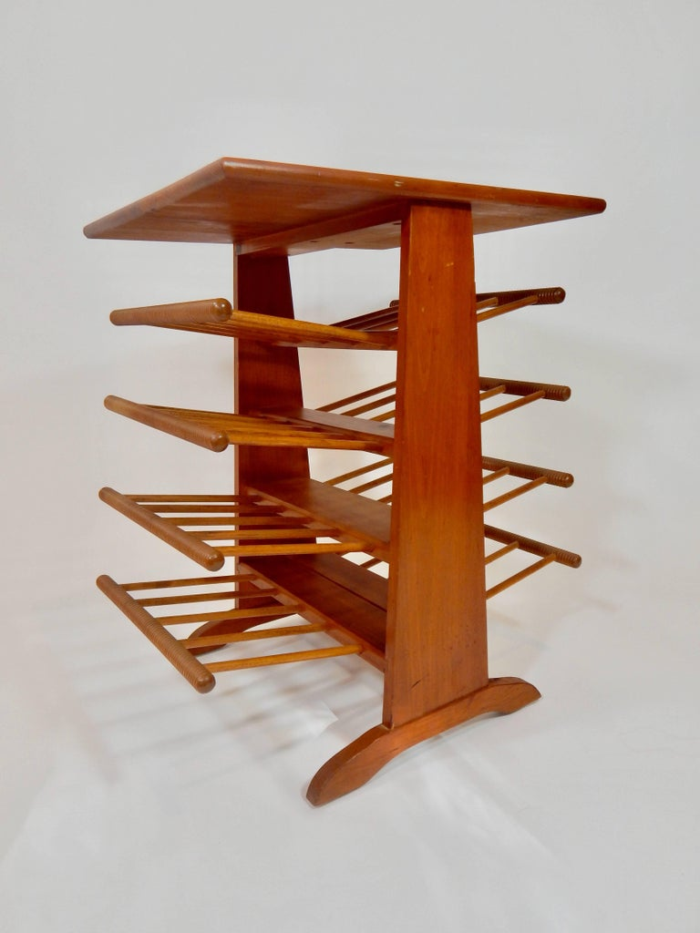 Magazine Stand Rack Table In Excellent Condition For Sale In New York, NY