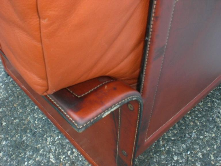 Leather Mid-Century Modern Club Chairs In Good Condition For Sale In Brooklyn, NY