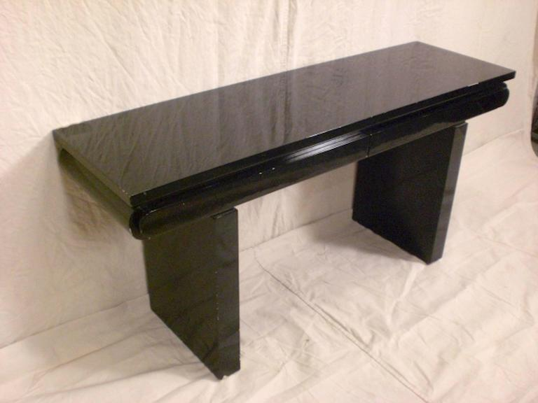 Mid-Century Black Lacquer Console In Good Condition For Sale In Brooklyn, NY