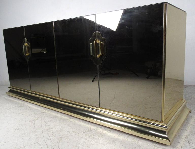 Stylish Mirrored Sideboard by Ello Furniture In Good Condition For Sale In Brooklyn, NY
