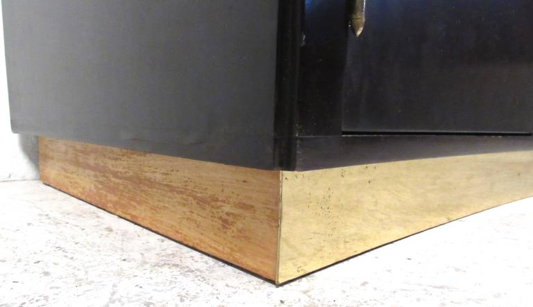 Mid-Century Modern Sideboard by Dunbar For Sale 5