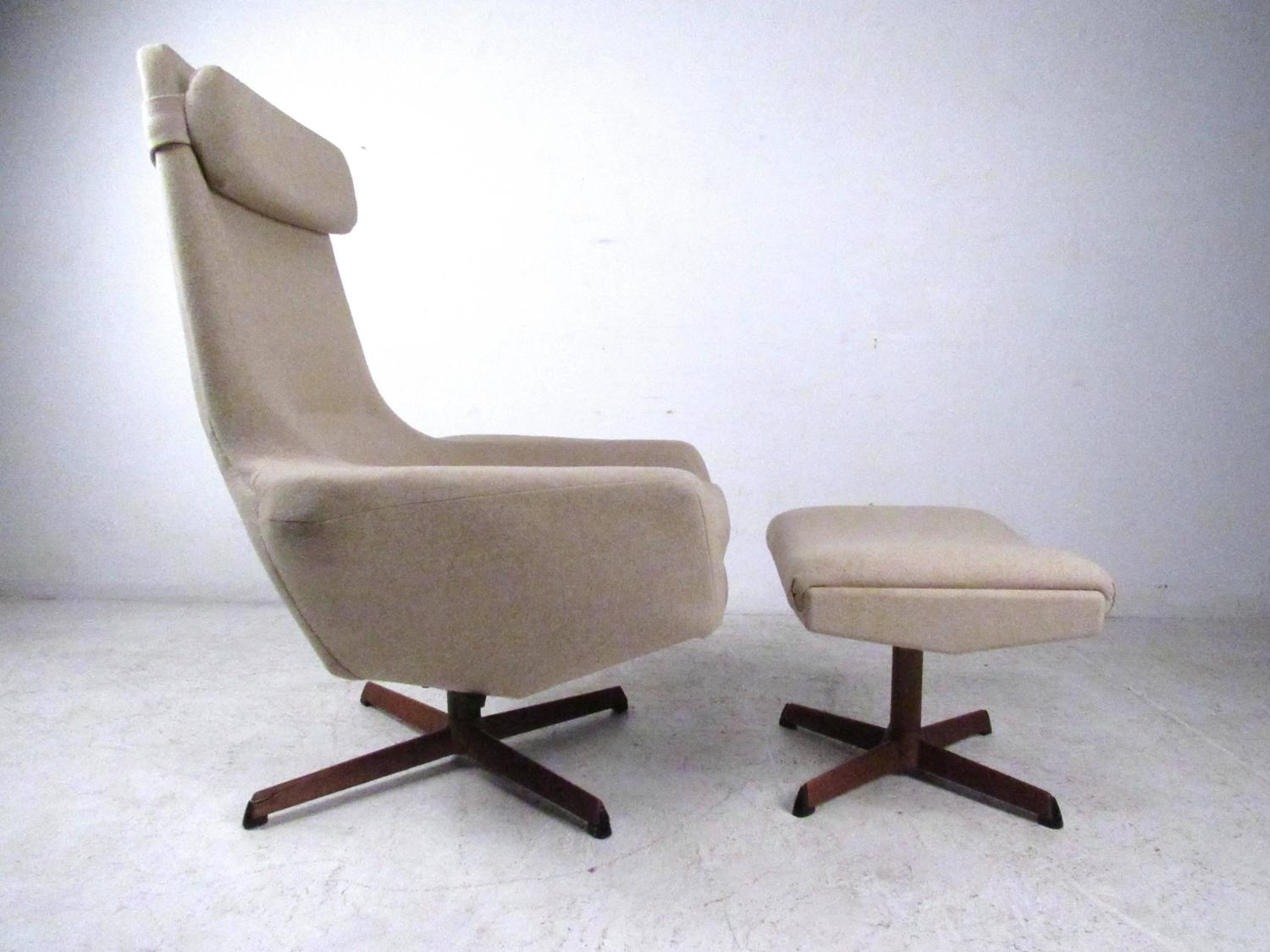 Mid-Century Adrian Pearsall Style Swivel Lounge Chair With
