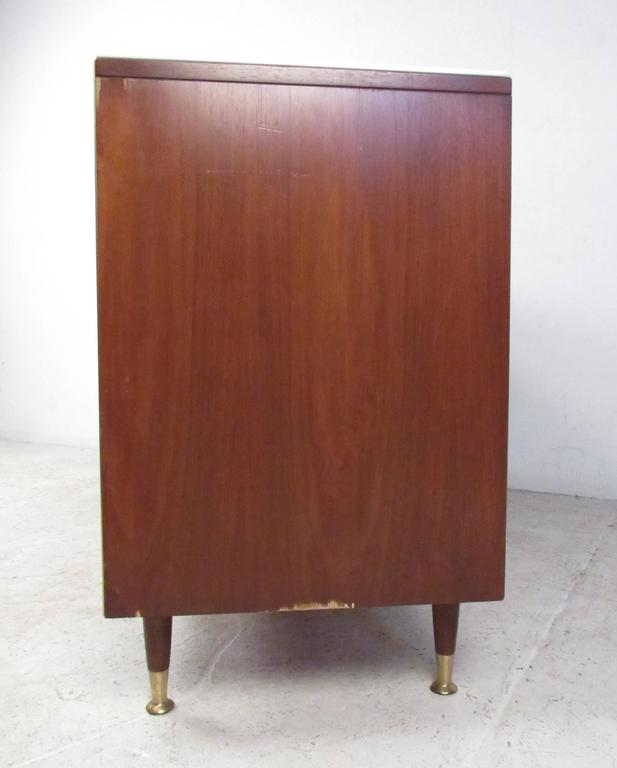 Mid-20th Century Mid-Century Modern R-Way Dresser with White Glass Top For Sale