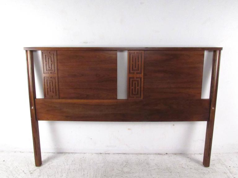 Walnut Stylish Mid-Century Modern Seven-Piece Bedroom Set For Sale