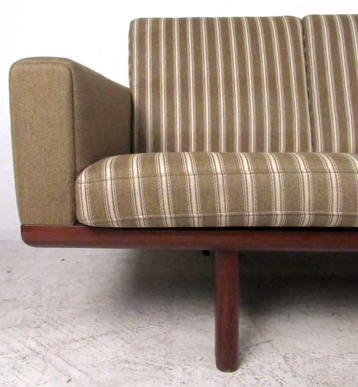 Hans Wegner for GETAMA Sofa 236/4 For Sale 1