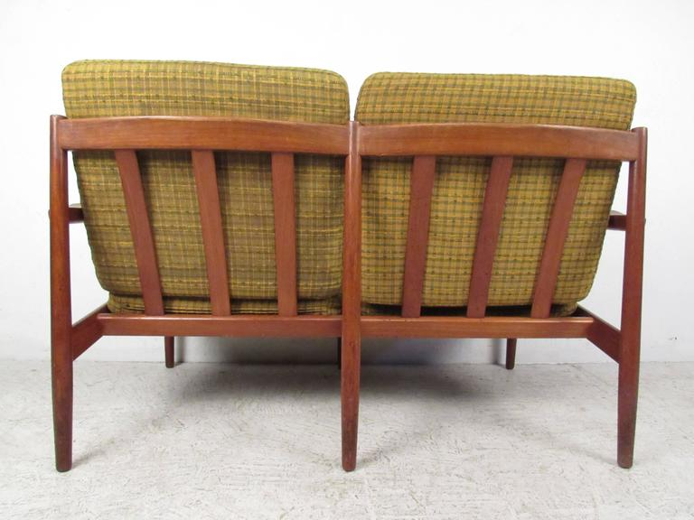 Scandinavian Modern Teak Settee by Arne Vodder In Good Condition For Sale In Brooklyn, NY