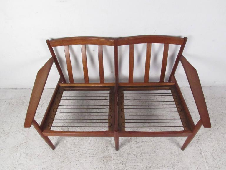 Mid-20th Century  Scandinavian Modern Teak Settee by Arne Vodder For Sale